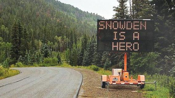 Road sign hacked, new display said Snowden is a Hero